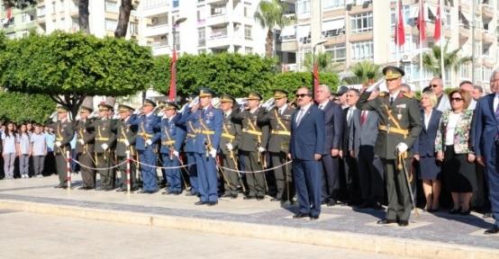 Adana'daki Törende Bayrak Krizi