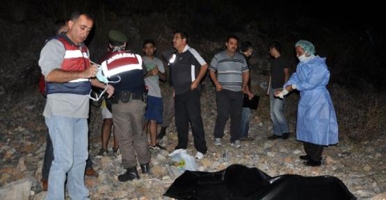 Alanya'da Kayalıklarda Erkek Cesedi Bulundu