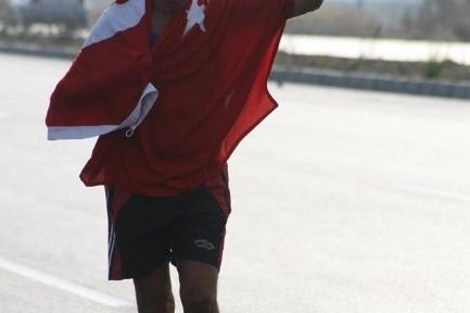 Altınova'dan Ayvalık'a Cumhuriyet İçin Koştu