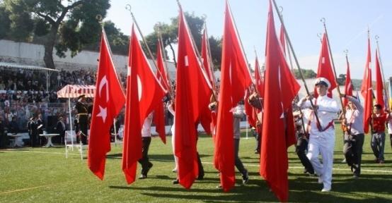 Ayvalık'ta Cumhuriyet Bayramına Görkemli Kutlama