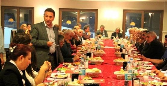 Başkan Saka, Köy Ve Mahalle Muhtarları İle Yemekte Bir Araya Geldi