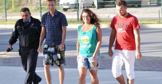 Belaruslu Turistler Cep Telefonu Çaldı
