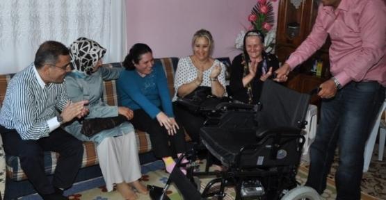Çelikcan'dan Engelli Kadına Tekerlekli Sandalye Yardımı