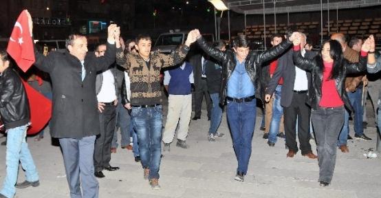 Chp'den Gümüşhane'de Meşaleli Cumhuriyet Bayramı Kutlaması