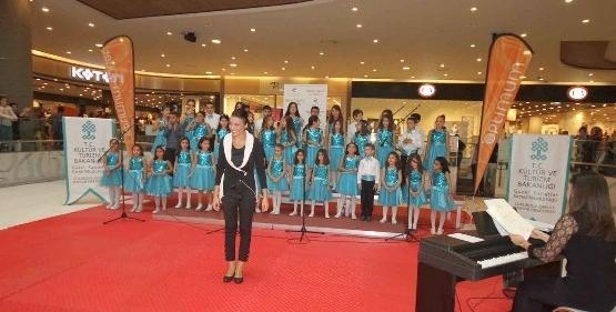 Çok Sesli Çocuk Korosu'ndan Müzik Ziyafeti