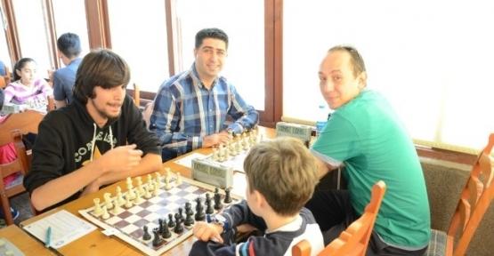 Cumhuriyet Kupası Satranç Turnuvası Başladı