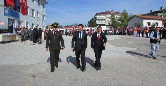 Ferizli'de Cumhuriyet Coşkusu