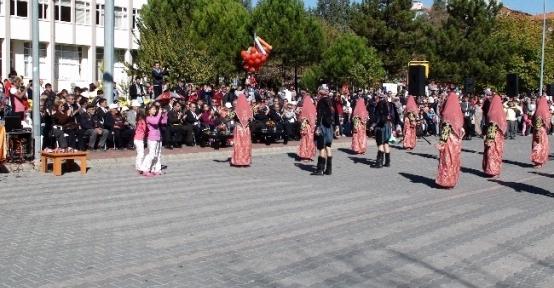 Gediz'de Cumhuriyet'in Kuruluşunun 90. Yıldönümü Törenlerle Kutlandı