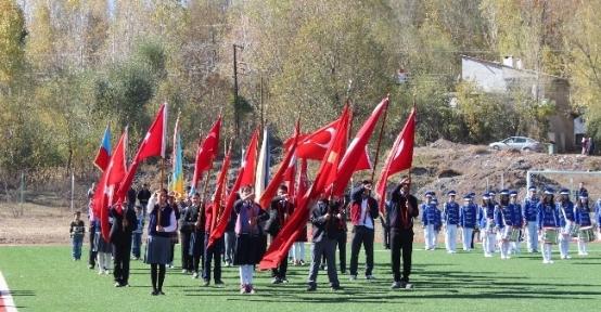 Gevaş'ta Cumhuriyet Bayramı Coşkusu