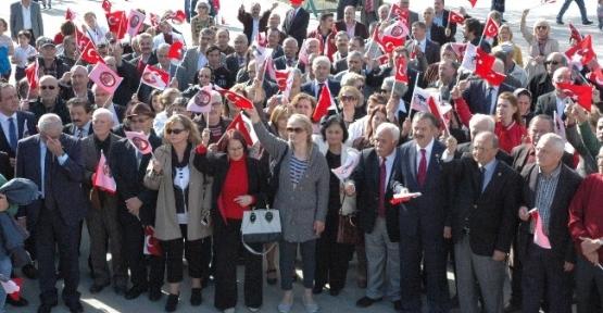 Giresun'da Chp'liler Atatürk Anıtına Çelenk Koyarak Andımızı Okudu