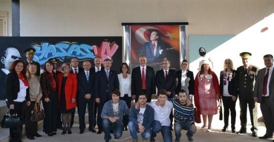 'ilmek İlmek Atatürk'ü İşliyoruz' Kanaviçe Sergisi Açıldı