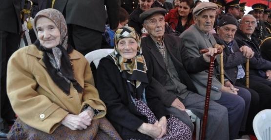 Lüleburgaz'da Cumhuriyet'in Kuruluşuna Tanıklık Edenler Protokolde Ağırlandı