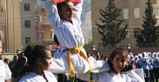 Mut'ta Cumhuriyet Bayramı Coşkusu