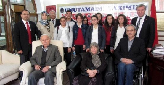 Öğrenciler Emşav'da