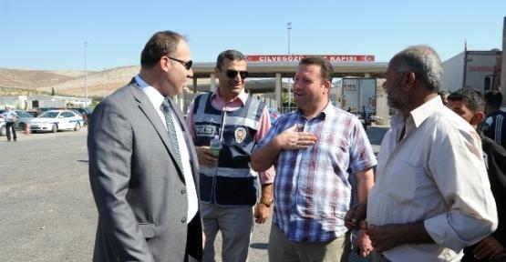 Sınır Kapısında Polisten Bayram Süprizi