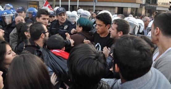 """Taksim Meydanı'nda '29 Ekim"""" Gerginliği"""