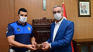 Başkan Güngör'den Zabıta Memuru Enes Doğan'a ödül