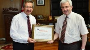 Başkan Poyraz'a Teşekkür Belgesi