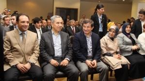 Dışişleri Bakanı Ahmet Davutoğlu: Diyarbakır'daydım, daha önceki Diyarbakır ziyaretlerinden daha farklı bir hava vardı.