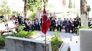 Şehitlere mezarlarına Karanfil bırakıldı