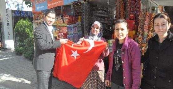 Turgutlu'da Bayraklar Belediyeden
