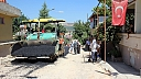 KMBB Menderes Mahallesine sıcak asfalt seriyor