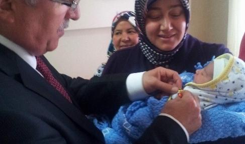 Vali Tuna'dan Cumhuriyet Bebeklerine Ziyaret