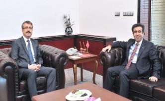 Mersin Valisi Hasan Basri Güzeloğlu'ndan Vali Dr. Mehmet Oduncu'ya Nezaket Ziyareti